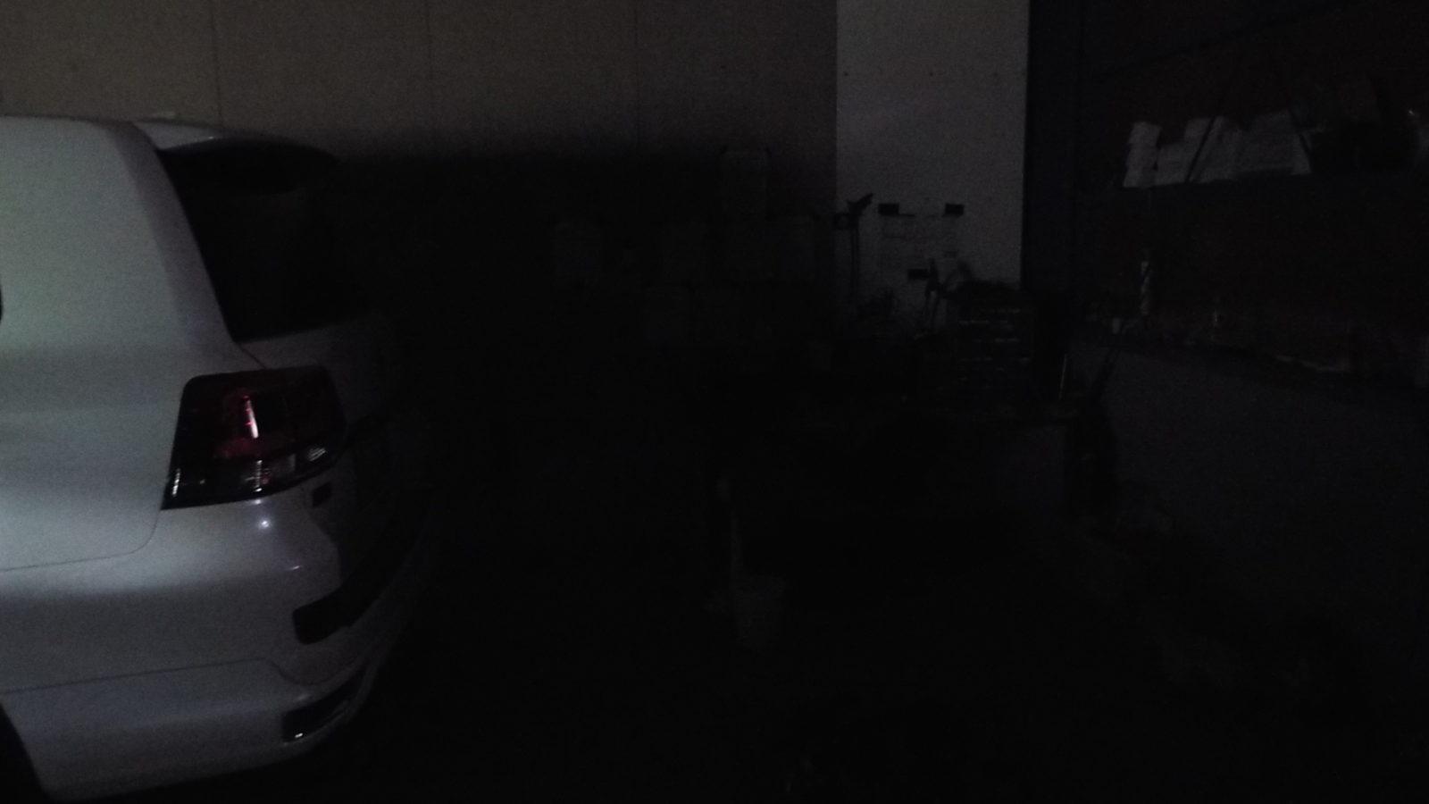 当店の夜のピット…何も見えません。